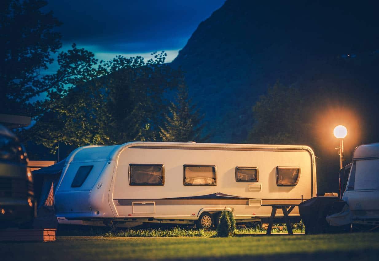 caravan campeur peau dans un